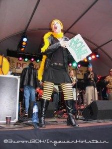 What, you never saw a jazz singer dressed as a bee before? (Hague Jazz Festival 2007)